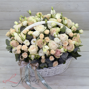 Flowers baskets - Basket with roses - Necklace - букеты в СПб